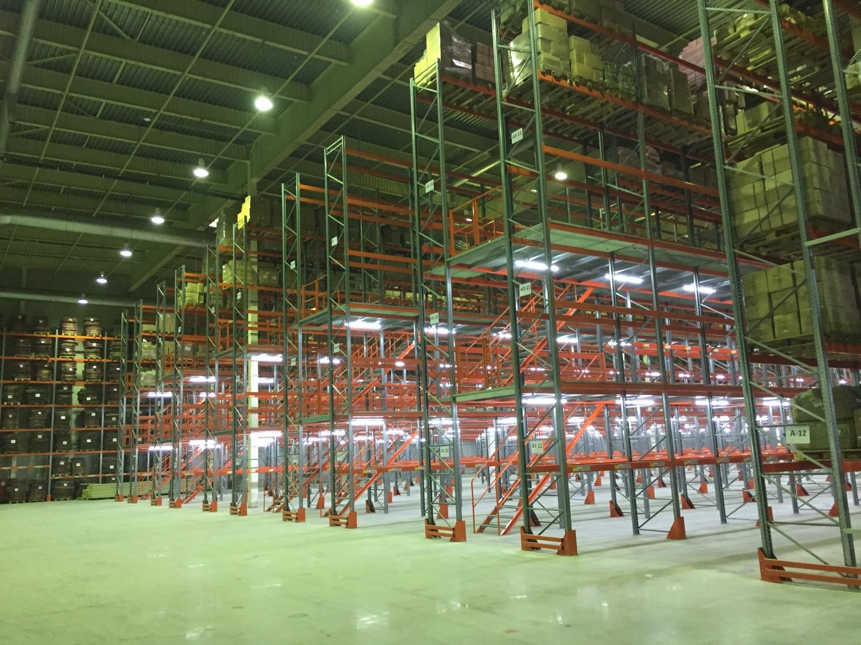Монтаж освещения терминала. 400 светодиодных светильников